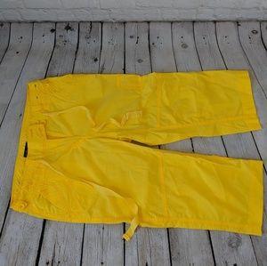 🧁5/$25 Yellow Cargo Capris, NY&Co, 2 💛